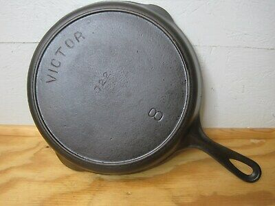 Victor 722 8 cast iron skillet