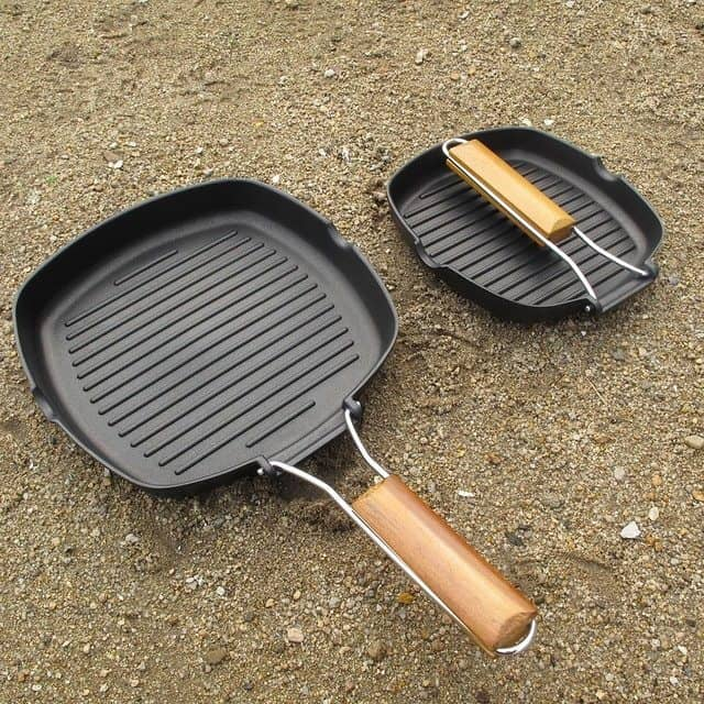 cast iron skillet with ridges
