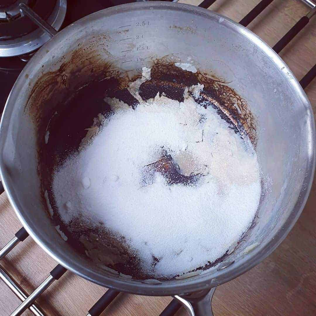 cleaning-burnt-pan