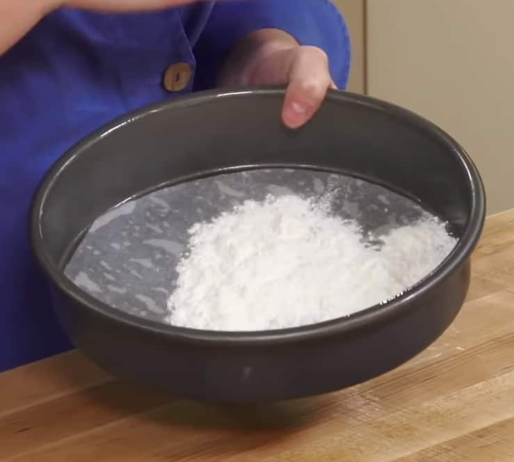 how to grease a pan