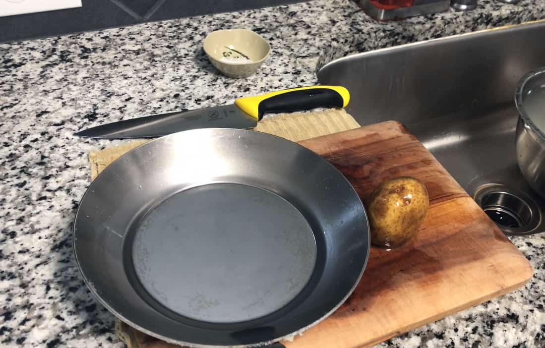 how to season carbon steel pan
