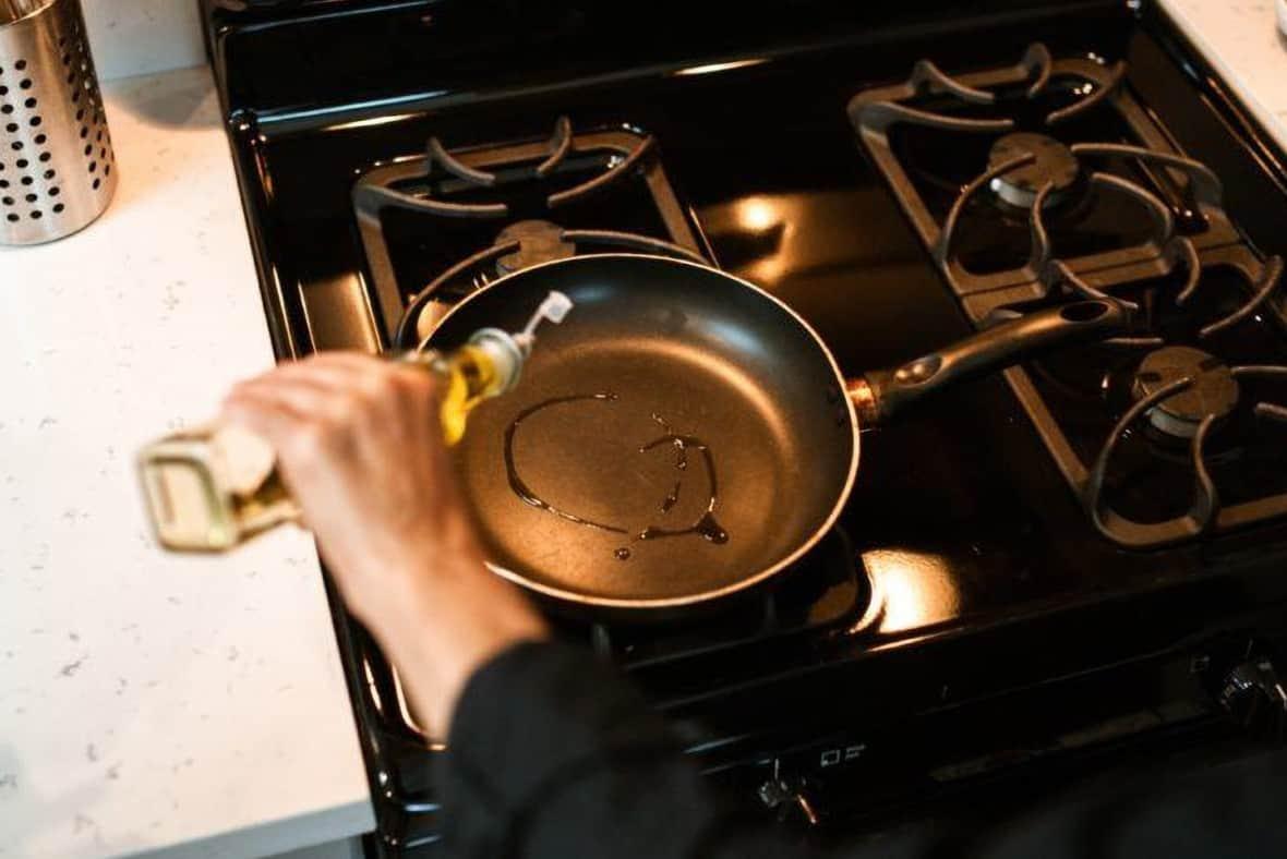 how to season non stick pans