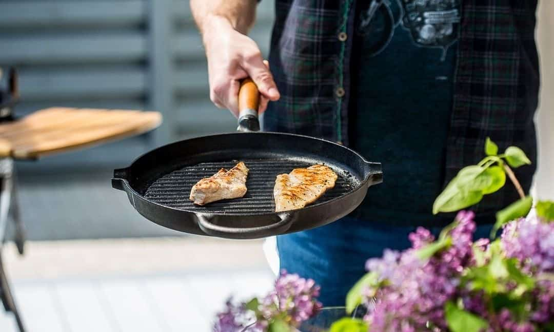 how to use a cast iron grill pan