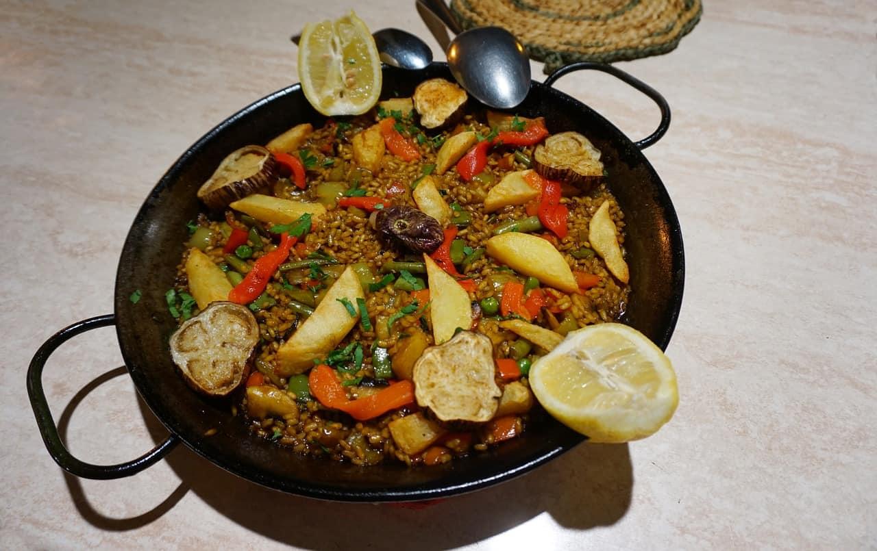 iron cast paella pan