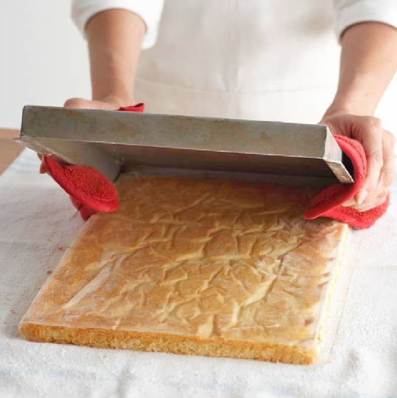 what does a jelly roll pan look like