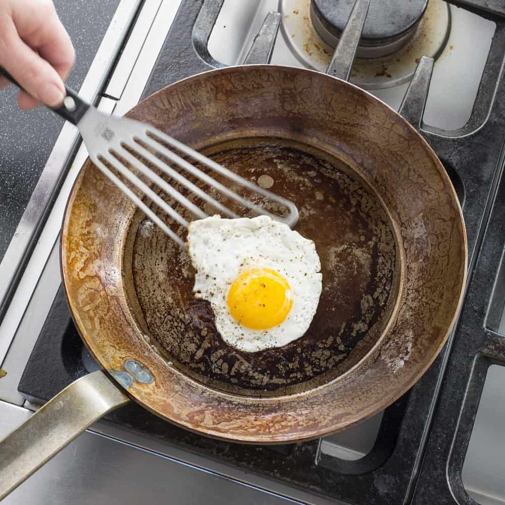 cleaning carbon steel pan