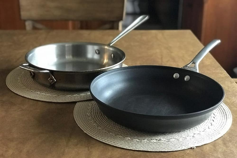 non stick pan vs stainless steel