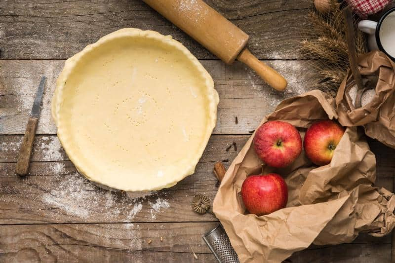 can you bake a pie in a cake pan