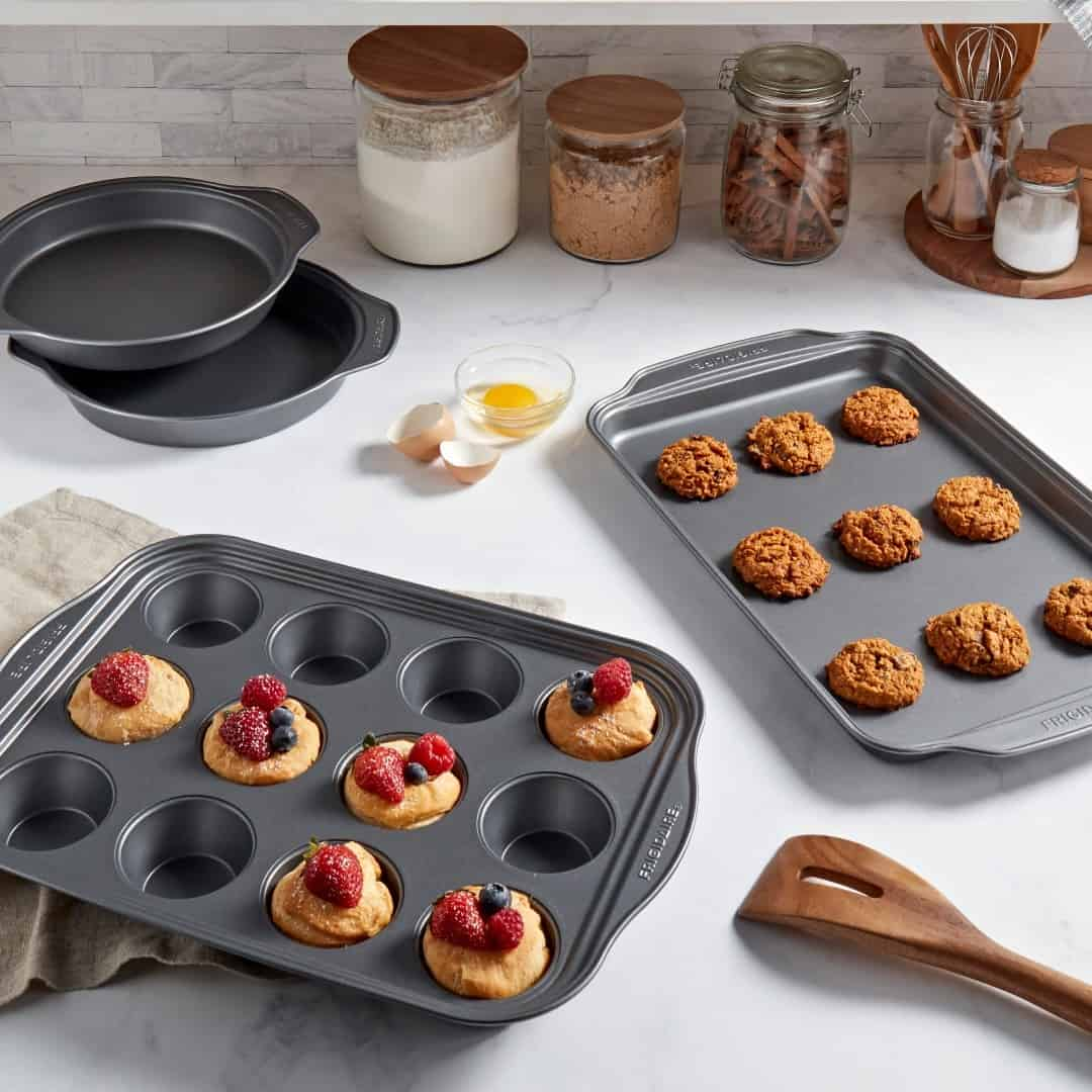 how to clean cupcake pan